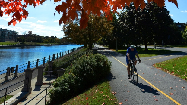 cyclist-ottawa-rideau-canal